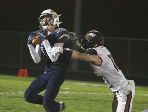 Junior Brady Mikoniwicz (No. 85) hauls in a 31-yard pass from QB Bryant Yanke Friday night for the Beaver football team vs. Sauk-Prairie at Millennium Field. Reedsburg was in control from the outset in a 41-6 victory. (Photo by Troy Matz)
